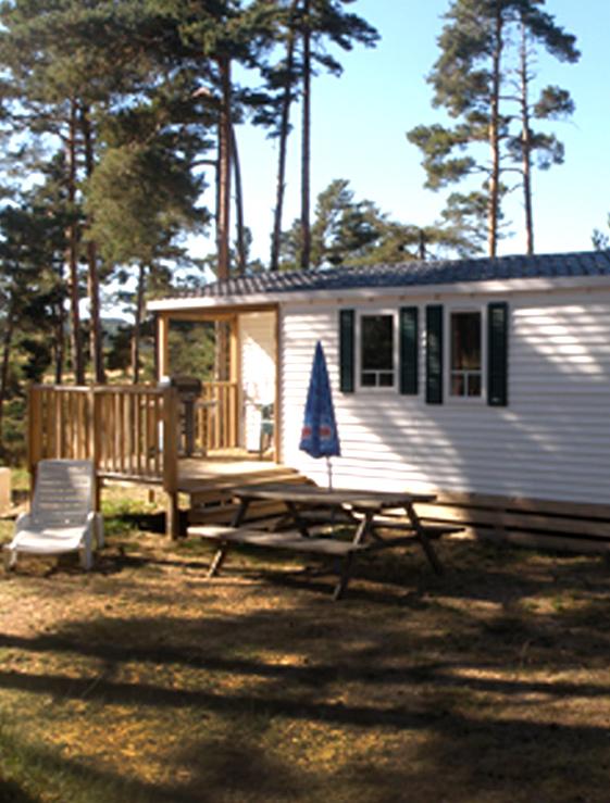 Camping loz re les sous bois du lac naussac 48 for Camping lozere piscine