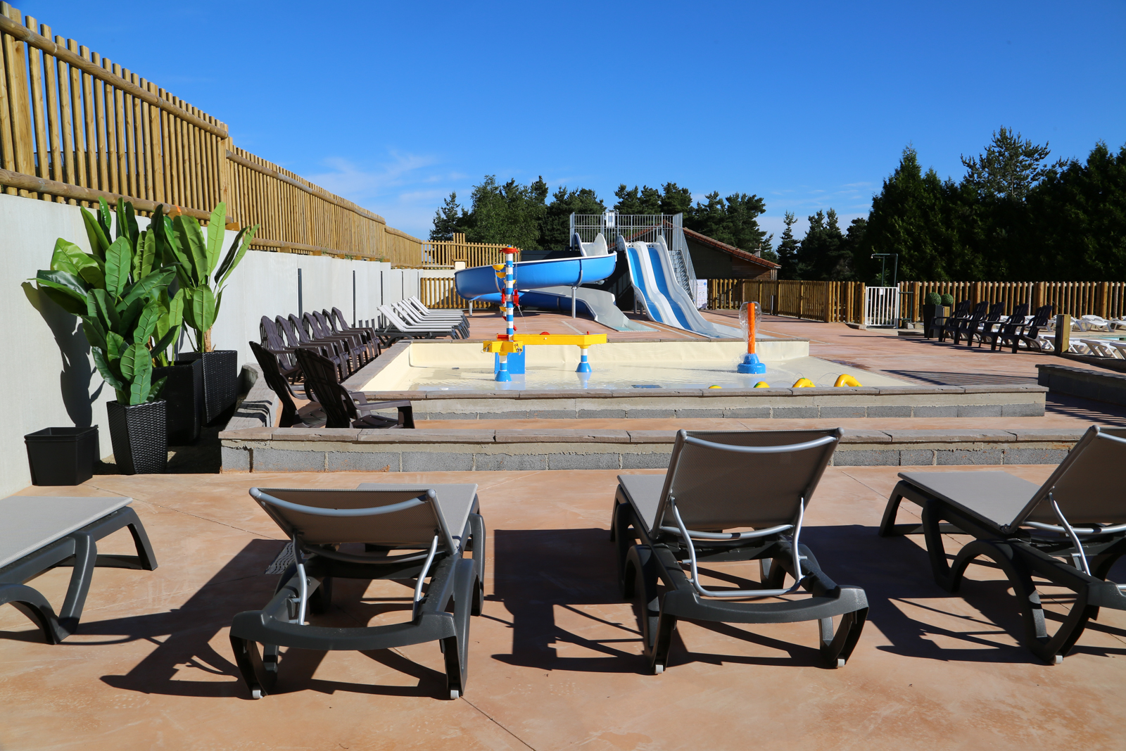 Piscine animations camping en loz re les sous bois du lac for Piscine du lac tours